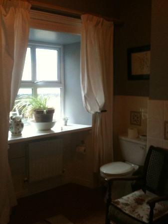 Sea Mist House: bathroom window