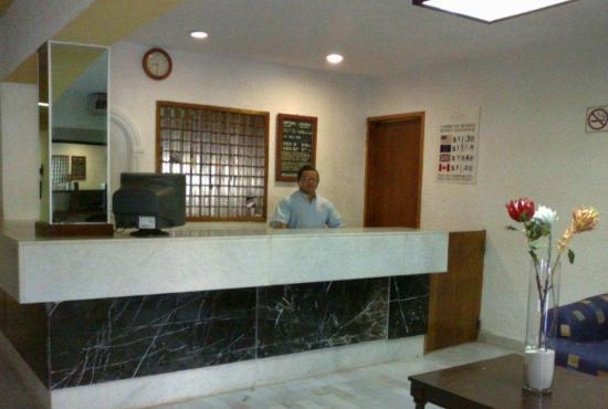 Beach House Imperial Laguna Cancun Hotel: este es el maravilloso recepcionista