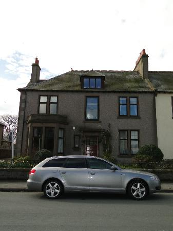 Gleniffer Bed & Breakfast: outside view of the B&B