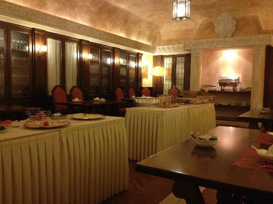 Palazzo Cardinal Cesi: Breakfast Buffet/Dining Room