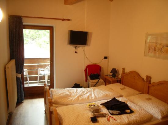 B&B La Baita: La nostra stanza: bagno in comune e con balconcino.