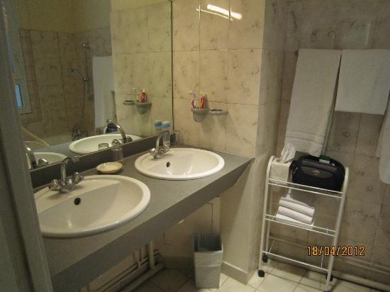 relais du pre hotel uttimo il bagno con due lavandini