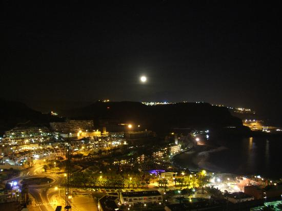 Monsenor Aparthotel: Playa Del Cura by Night