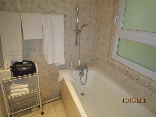Relais du Pré: Nessun riscaldamento nel bagno