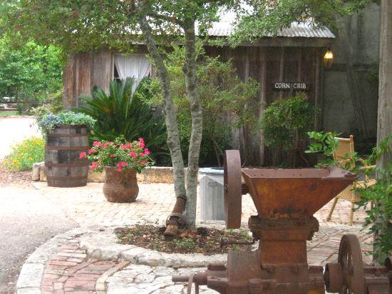 Gruene Mansion Inn Bed & Breakfast: Gardens Galore