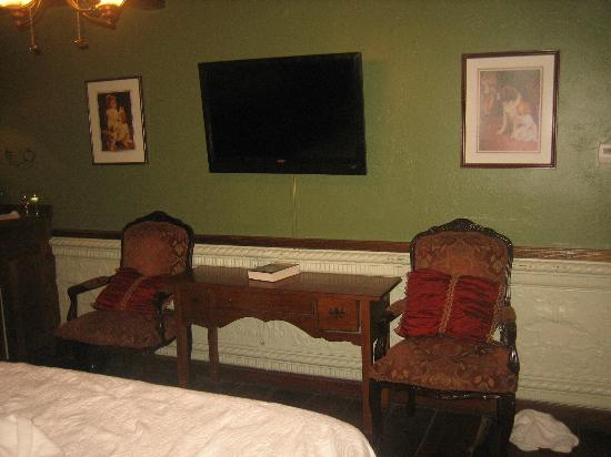 Gruene Mansion Inn Bed & Breakfast: Flastscreen