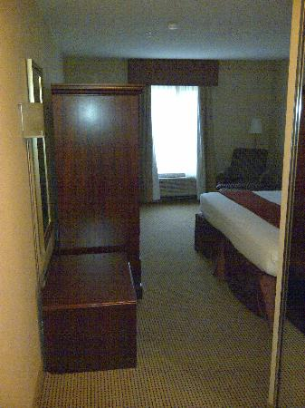 Holiday Inn Express & Suites Surrey: Entry