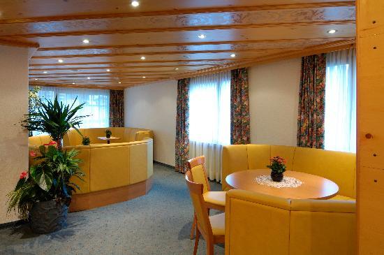 Hotel Alpin: Lobby