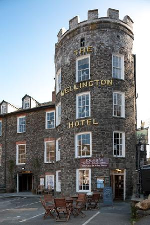 The Long Bar & Restaurant : The Wellington Hotel