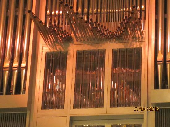 Roy Thomson Hall: detail of pipe organ