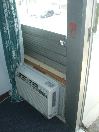 Holiday Surf Hotel: well fit and finished AC install job