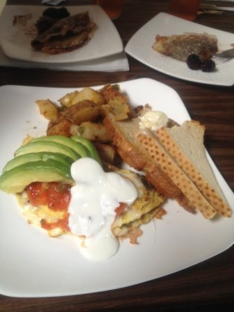 Westside Cellar Cafe & Lounge: mission omelette with country potatoes