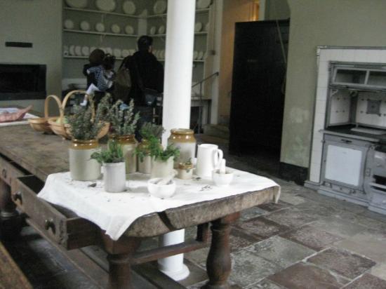 https://media-cdn.tripadvisor.com/media/photo-s/02/71/a6/37/filename-kitchen-jpg.jpg
