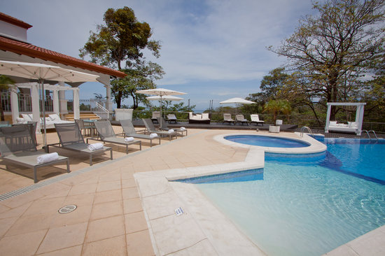 Shana Hotel & Spa: Pool area