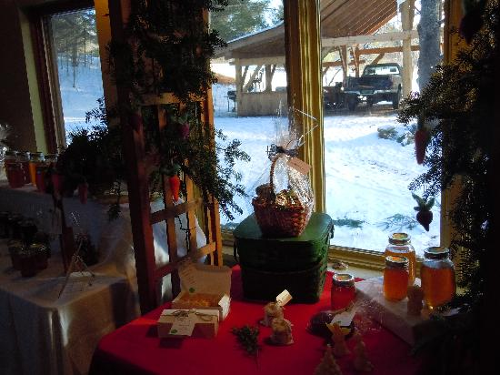 Brookfield Bed and Breakfast : More Coop Christmas Shop