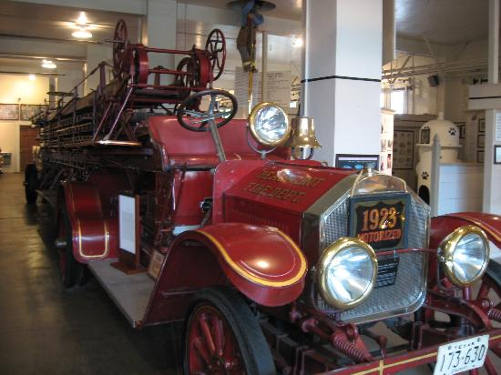 Fire Museum of Texas : One of the many old fire trucks