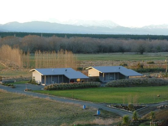 Hurunui River Retreat: Outlook over Tussock and Flax apartments