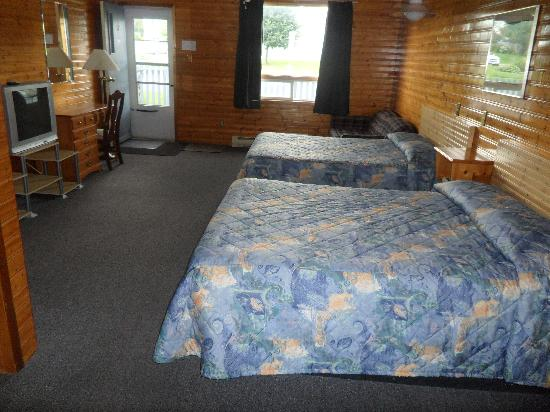 Hillcrest Motel: Roomm with Two Double Beds