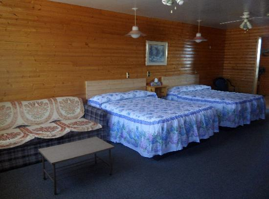 Hillcrest Motel: Room with Two Double Beds