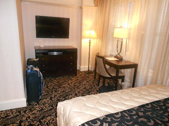 Gaslamp Plaza Suites: Room