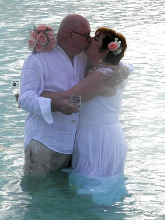 Beachcomber Grand Cayman: Beach Comber Beach Vow Renewal