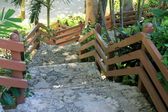 Alegre Beach Resort: stairs to beach area
