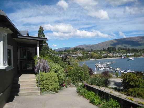 Wanaka Bakpaka: View from Backpacker looking into town