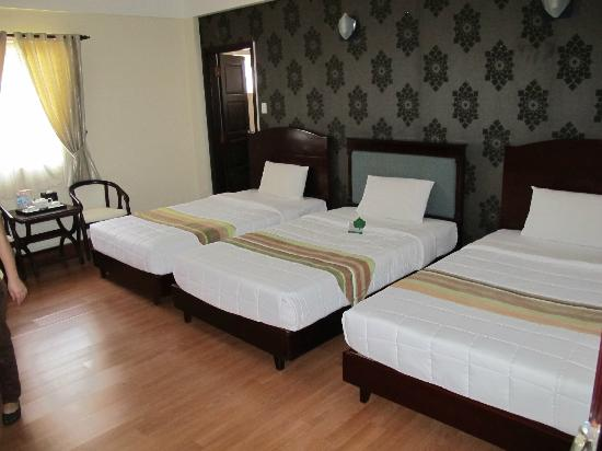 Universe Central Hotel : Large room for 3 - ideal for some family