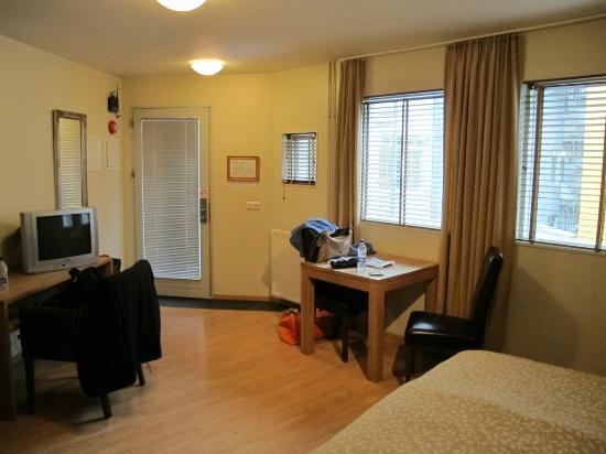Hotel Fron: Studio Room 205 entry