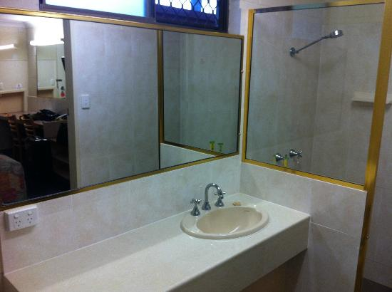 Best Western Bundaberg City Motor Inn : Bathroom