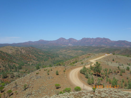 Flinders Ranges National Park: Wilpena Pound: