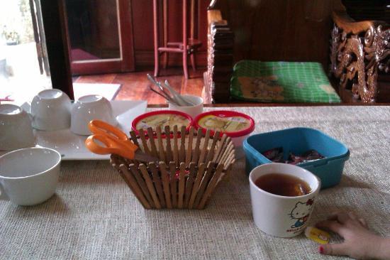 ثيدا جيستهاوس: Coffees and teas are free at the reception and on 1st floor in the shared corridor. I love their