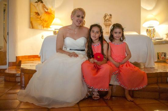 Casa Isabel: My daughter & her flower girls