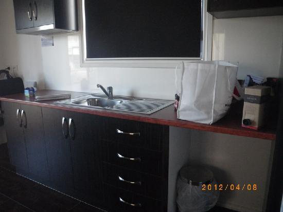 Port Augusta: Comfort Inn Augusta Westside- kitchen: