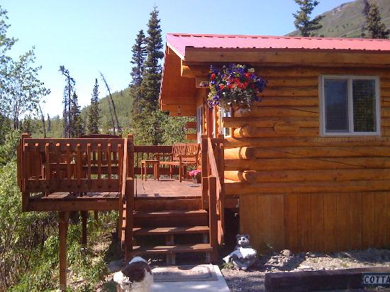 Tundra Rose Guest Cottages: Glacier Overlook Cottage with private deck