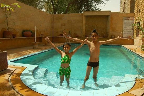 Hotel Golden City: pool splash