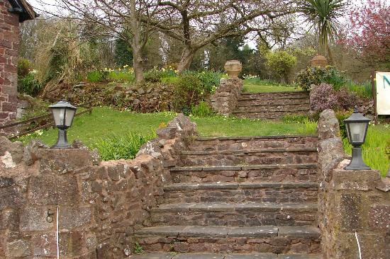 Castle of Comfort Country House: Steps to Garden at Castle of Comfort