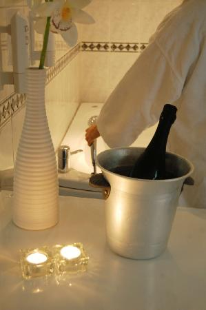 Hotel Statt Katrineholm: VIP-rum med jacuzzi