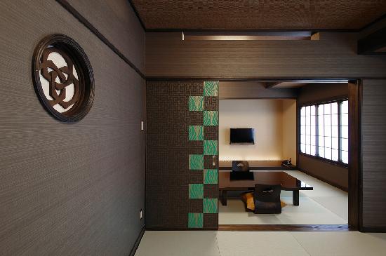 Goyokan: 【墨の間】深みのある壁色が落ち着く16畳の和室(定員4名様)