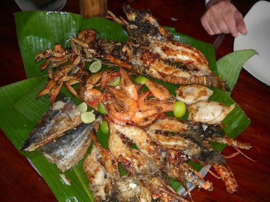 Captain Cook Restaurant : parillada de langoustes et poissons