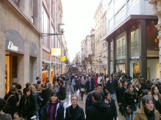 Rue Sainte-Catherine : fun people watching
