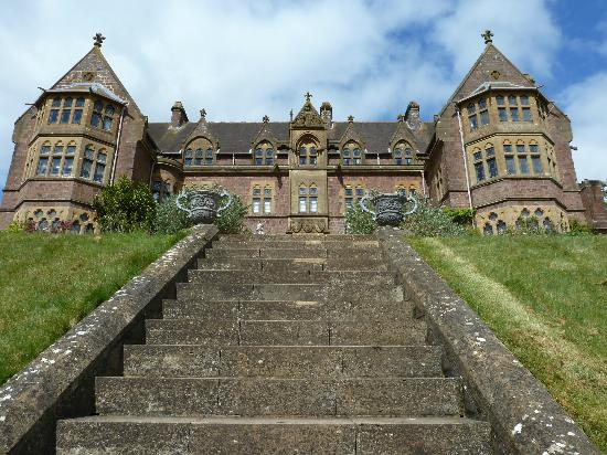 Тивертон, UK: Knightshayes court  - front aspect