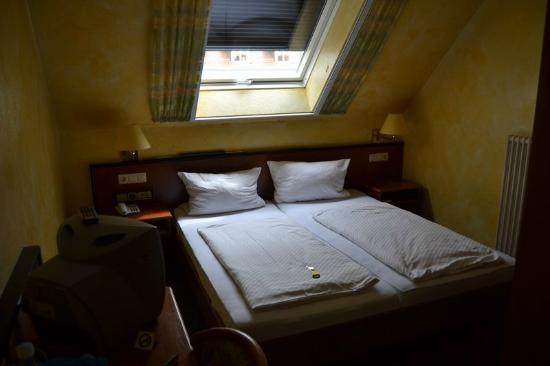 Hotel Gasthof Altes Rathaus: Habitación doble con vistas a la parte delantera