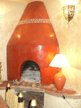Riad Dar Nafoura : Fireplace in Lounge