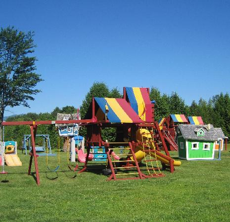 North Colony Motel and Cottages: Your children will love our playground area