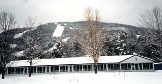 North Colony Motel and Cottages: We are located at the base of Attitash Mt.