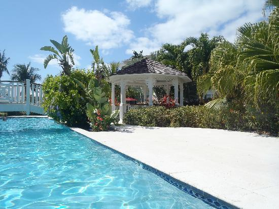 Royal West Indies Resort: pool deck