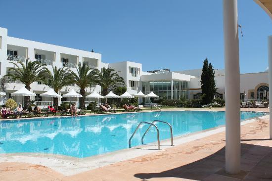 Vincci Flora Park: Outdoor Swimming Area