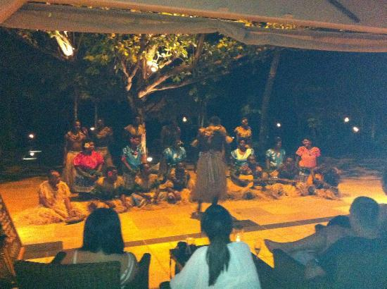 Tokoriki Island Resort: Fijian traditional dancing