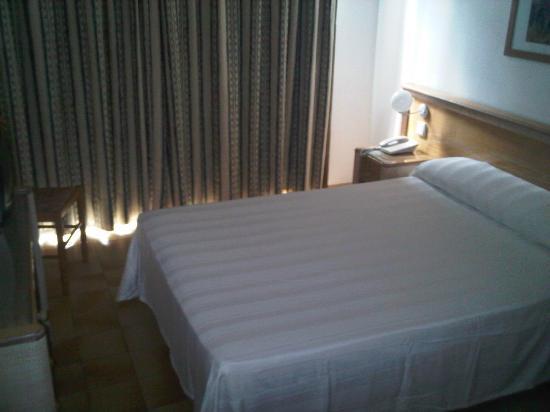 El Puerto Hotel Apartments : Das geräumige Zimmer nach der ersten Nacht